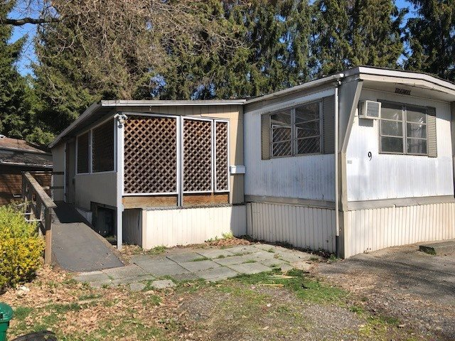 "Main Photo: 9 201 CAYER Street in Coquitlam: Maillardville Manufactured Home for sale in ""WILDWOOD PARK"" : MLS®# R2354324"