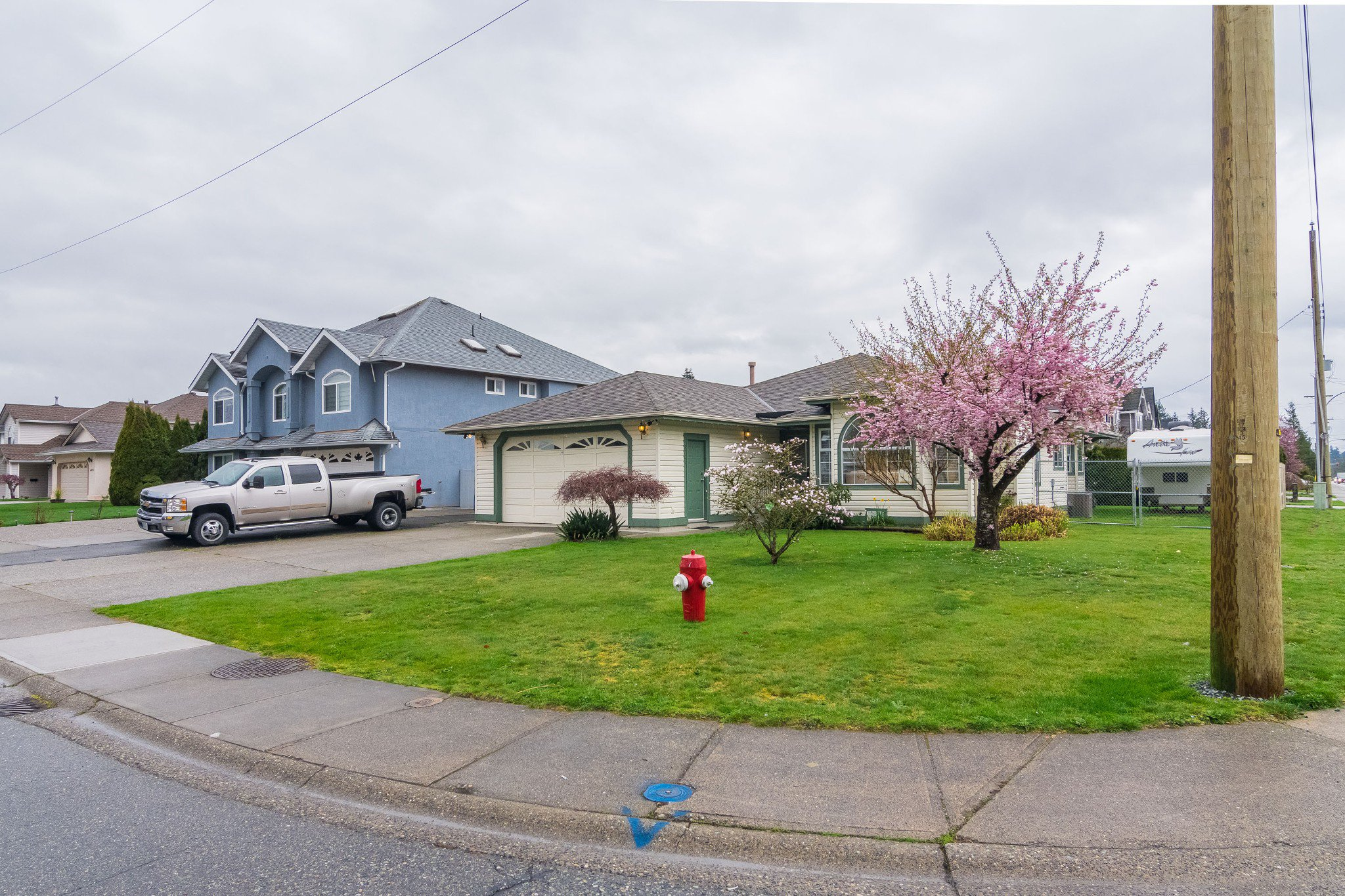 Photo 2: Photos: 6004 170 Street in Surrey: Cloverdale BC House for sale (Cloverdale)  : MLS®# R2355466