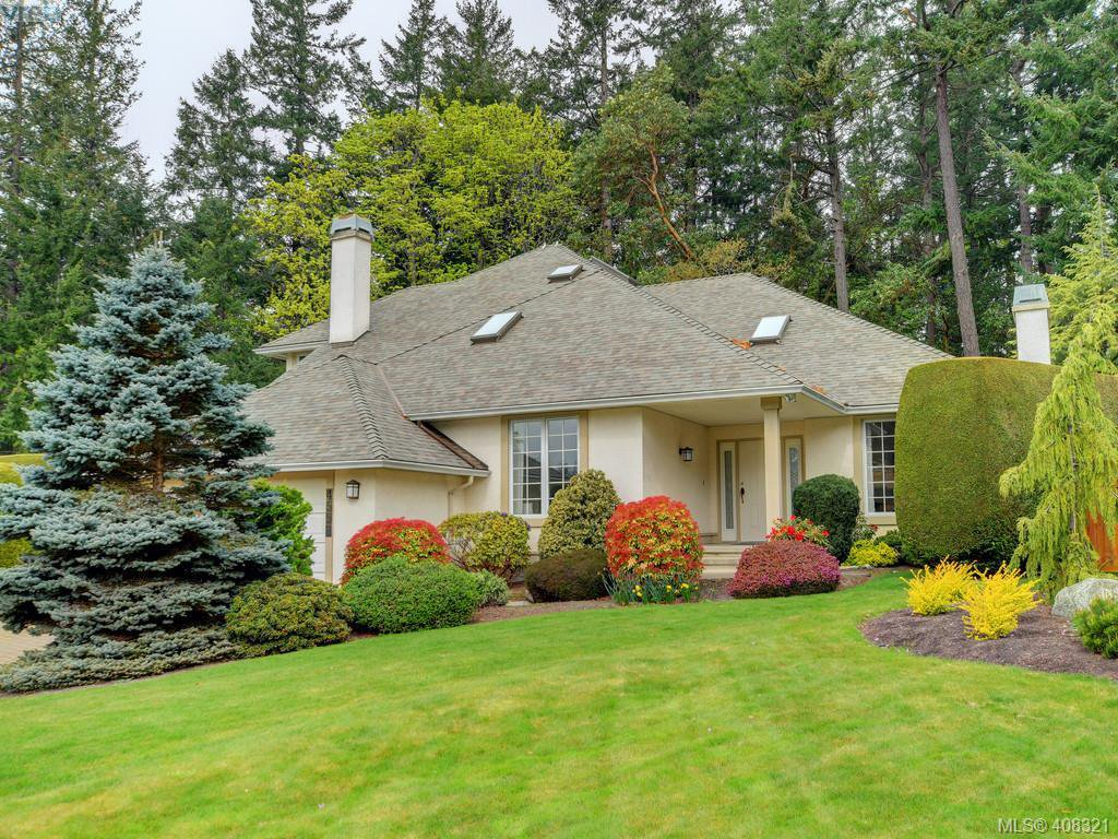 Main Photo: 4558 Pheasantwood Terr in VICTORIA: SE Broadmead House for sale (Saanich East)  : MLS®# 811473