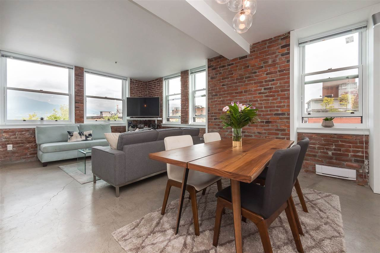 """Main Photo: 603 233 ABBOTT Street in Vancouver: Downtown VW Condo for sale in """"Abbott Place"""" (Vancouver West)  : MLS®# R2400811"""