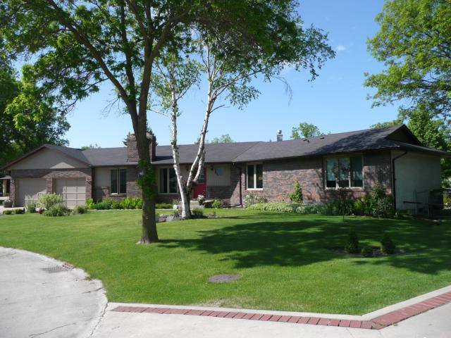 Main Photo: 4 FAIR Place in WINNIPEG: North Kildonan Residential for sale (North East Winnipeg)  : MLS®# 1111303