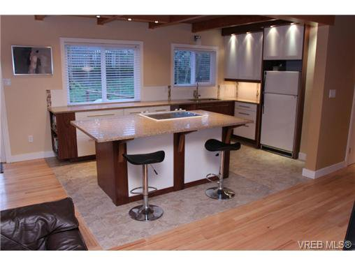 Main Photo: 1005 karen Cres in VICTORIA: SE Swan Lake Single Family Detached for sale (Saanich East)  : MLS®# 659089