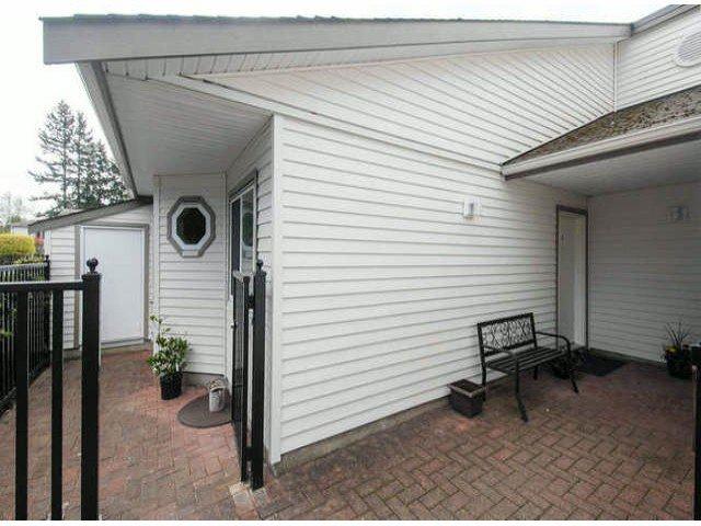 "Main Photo: 2 12952 17TH Avenue in Surrey: Crescent Bch Ocean Pk. Townhouse for sale in ""OCEAN PARK VILLAGE"" (South Surrey White Rock)  : MLS®# F1409048"