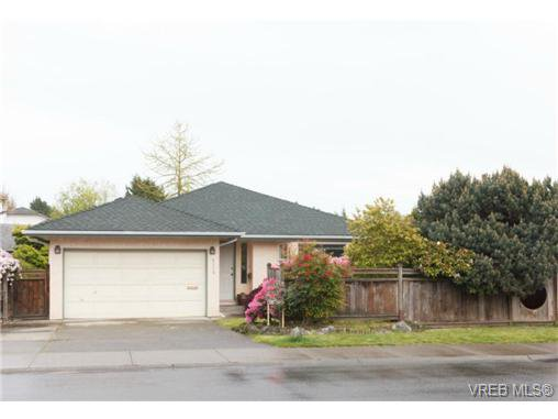 Main Photo: 4113 Larchwood Dr in VICTORIA: SE Lambrick Park House for sale (Saanich East)  : MLS®# 699447