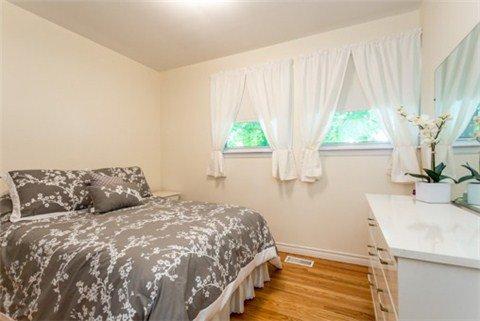 Photo 2: Photos: 15 Ferguson Avenue in Whitby: Brooklin House (Bungalow) for sale : MLS®# E3214981