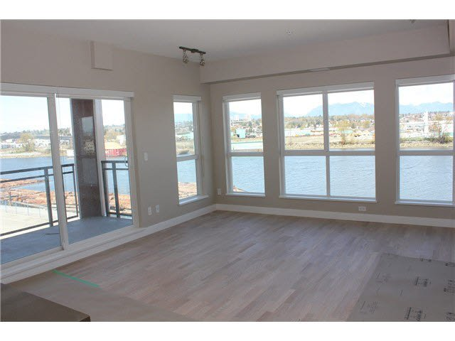 Main Photo: 511 10033 RIVER DRIVE in : Bridgeport RI Condo for sale : MLS®# V1118105