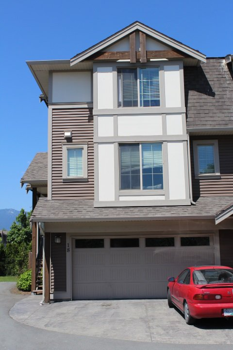 """Main Photo: 18 45025 WOLFE Road in Chilliwack: Chilliwack W Young-Well Townhouse for sale in """"CENTRE FIELD"""" : MLS®# R2171846"""
