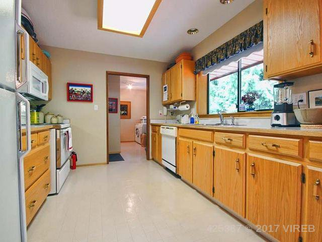 Photo 5: Photos: 641 TYEE Crescent in QUALICUM BEACH: Z5 Qualicum Beach House for sale (Zone 5 - Parksville/Qualicum)  : MLS®# 425367
