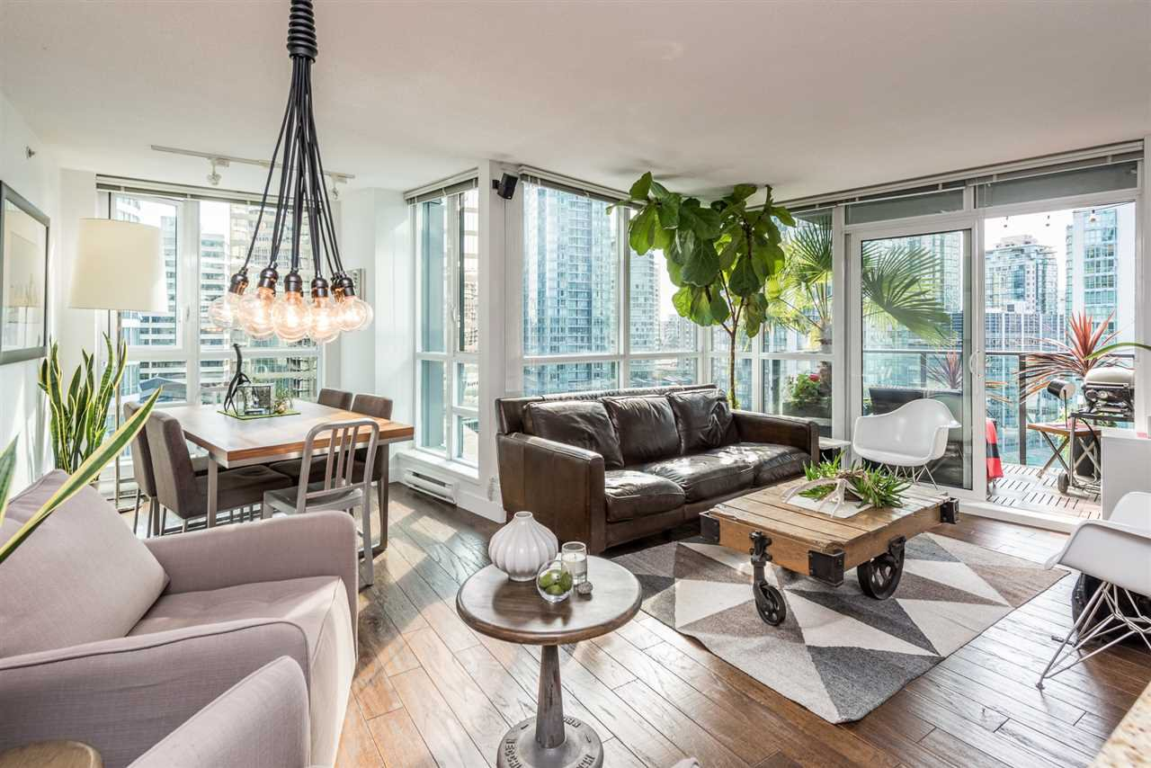 "Main Photo: 1606 1189 MELVILLE Street in Vancouver: Coal Harbour Condo for sale in ""THE MELVILLE"" (Vancouver West)  : MLS®# R2189344"