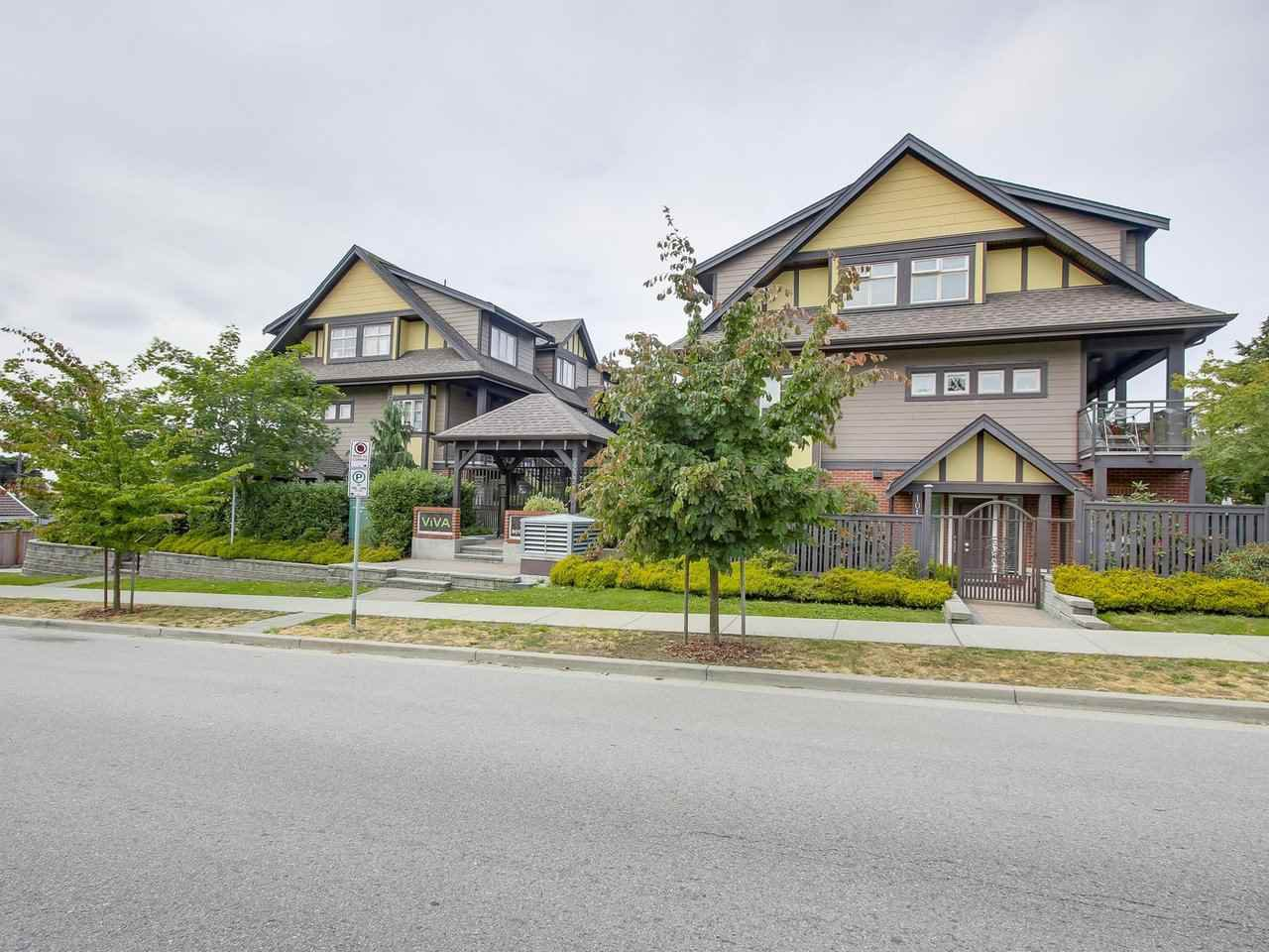 Main Photo: 106 7227 ROYAL OAK Avenue in Burnaby: Metrotown Townhouse for sale (Burnaby South)  : MLS®# R2198783