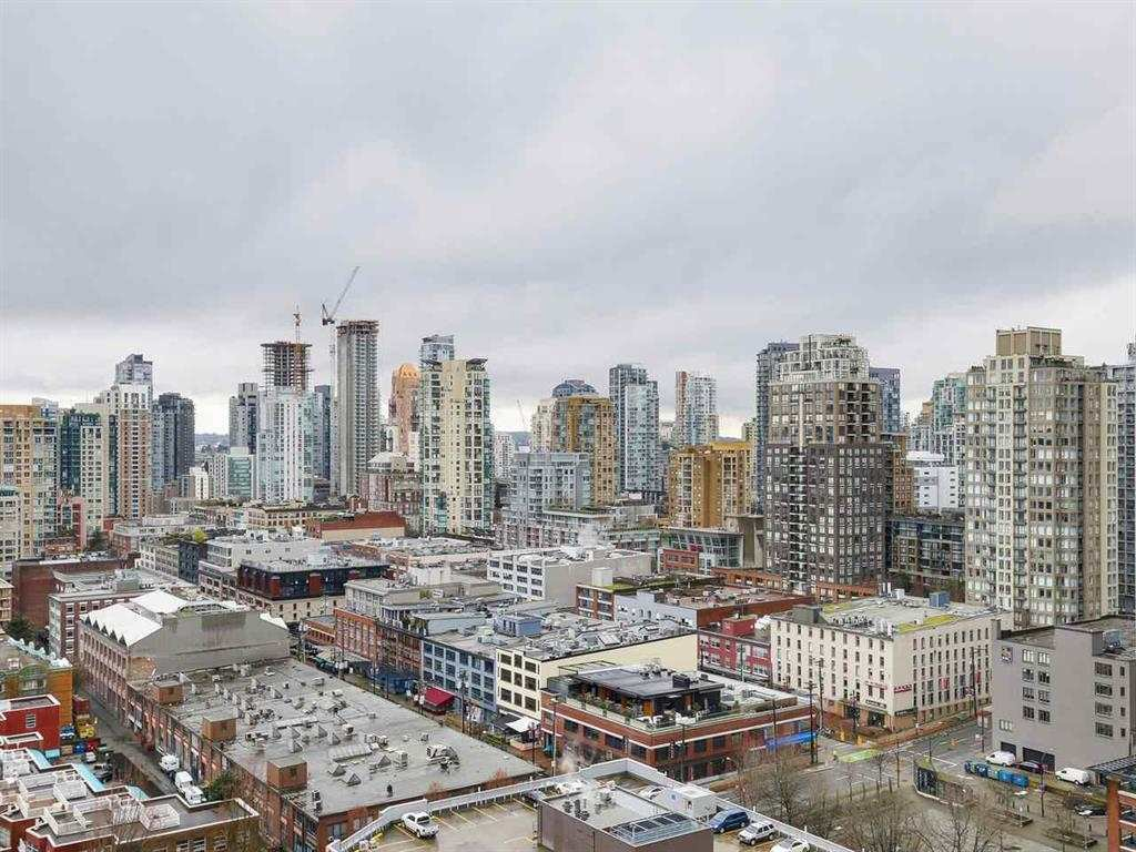 """Main Photo: 2305 930 CAMBIE Street in Vancouver: Yaletown Condo for sale in """"PACIFIC PLACE LANDMARK 2"""" (Vancouver West)  : MLS®# R2224236"""