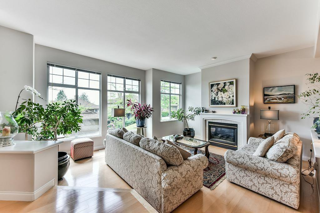 "Photo 2: Photos: 147 2979 PANORAMA Drive in Coquitlam: Westwood Plateau Townhouse for sale in ""DEERCREST ESTATES"" : MLS®# R2227550"