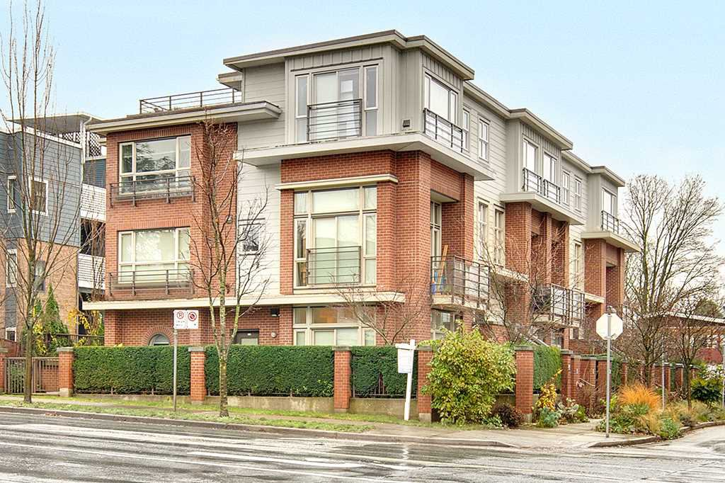 "Main Photo: 218 E 12TH Avenue in Vancouver: Mount Pleasant VE Townhouse for sale in ""DOMAIN"" (Vancouver East)  : MLS®# R2229708"