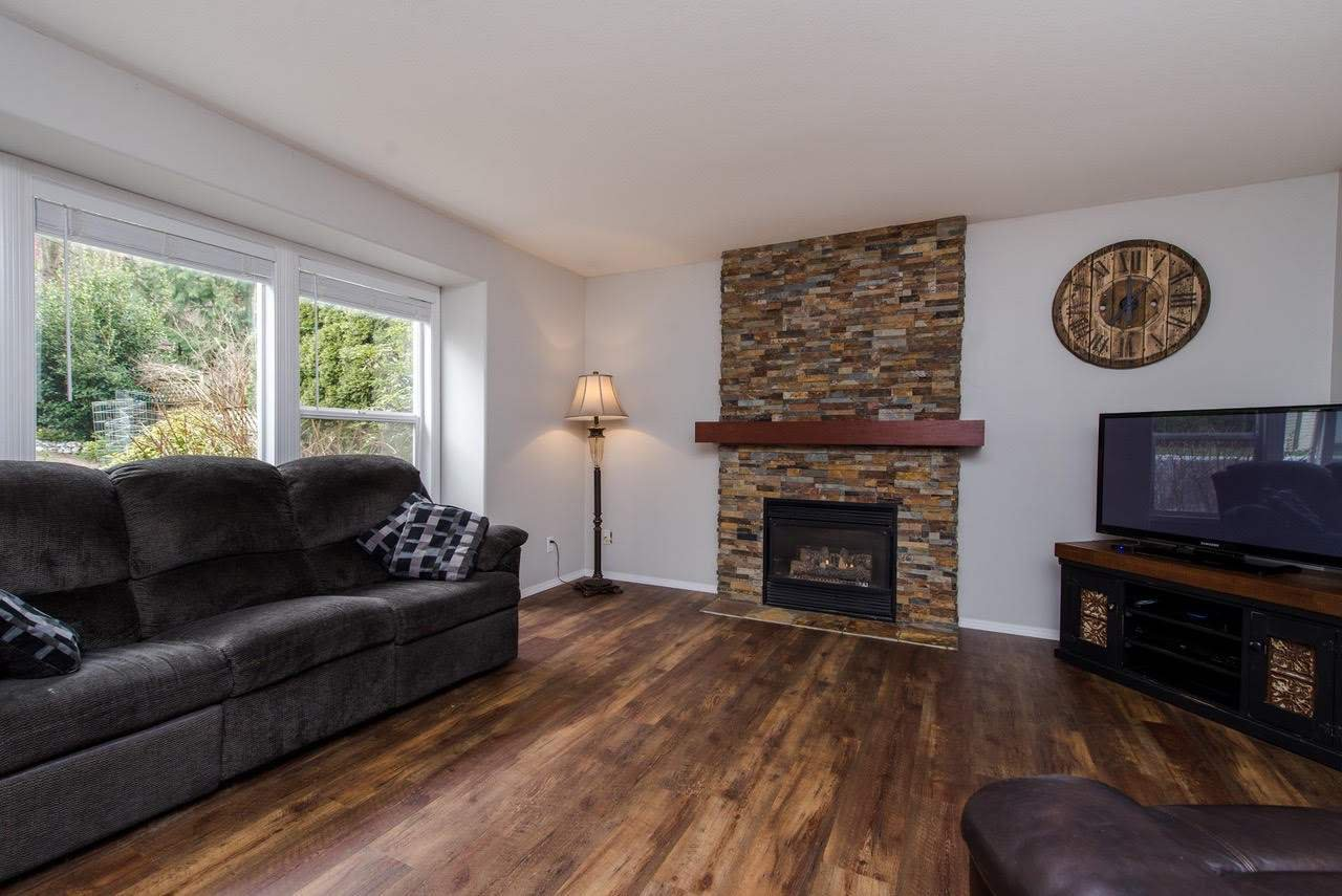 """Photo 2: Photos: 157 43995 CHILLIWACK MOUNTAIN Road in Chilliwack: Chilliwack Mountain House for sale in """"Trails at Long Thorne"""" : MLS®# R2336810"""
