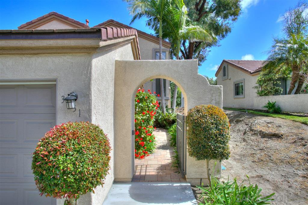 Photo 2: Photos: CARMEL VALLEY Townhome for rent : 3 bedrooms : 3631 Fallon Circle in San Diego