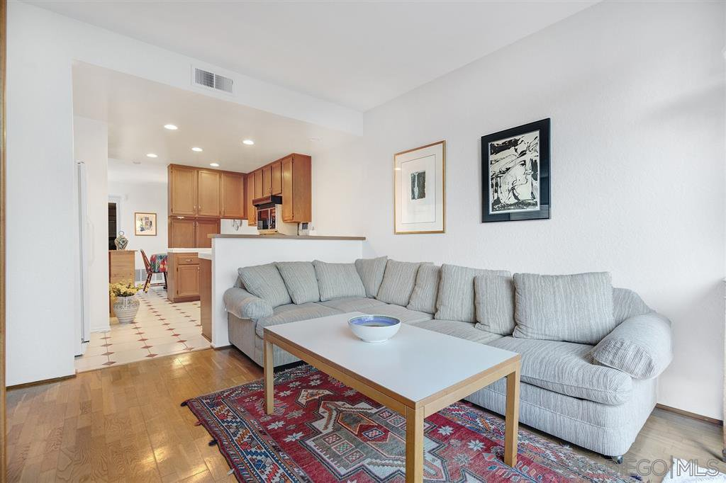 Photo 10: Photos: CARMEL VALLEY Townhome for rent : 3 bedrooms : 3631 Fallon Circle in San Diego