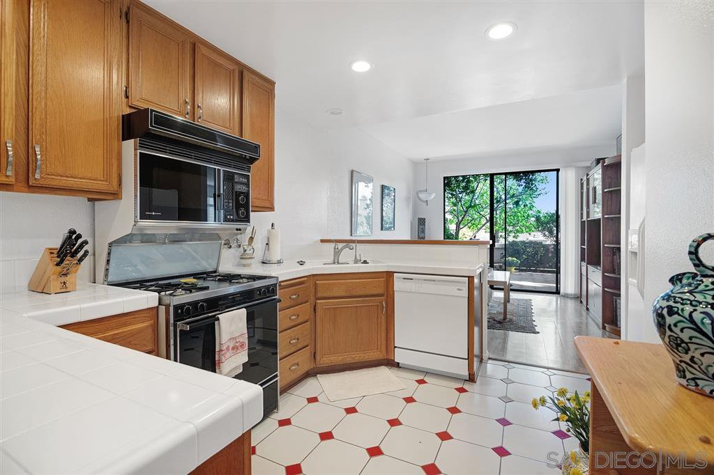 Photo 11: Photos: CARMEL VALLEY Townhome for rent : 3 bedrooms : 3631 Fallon Circle in San Diego