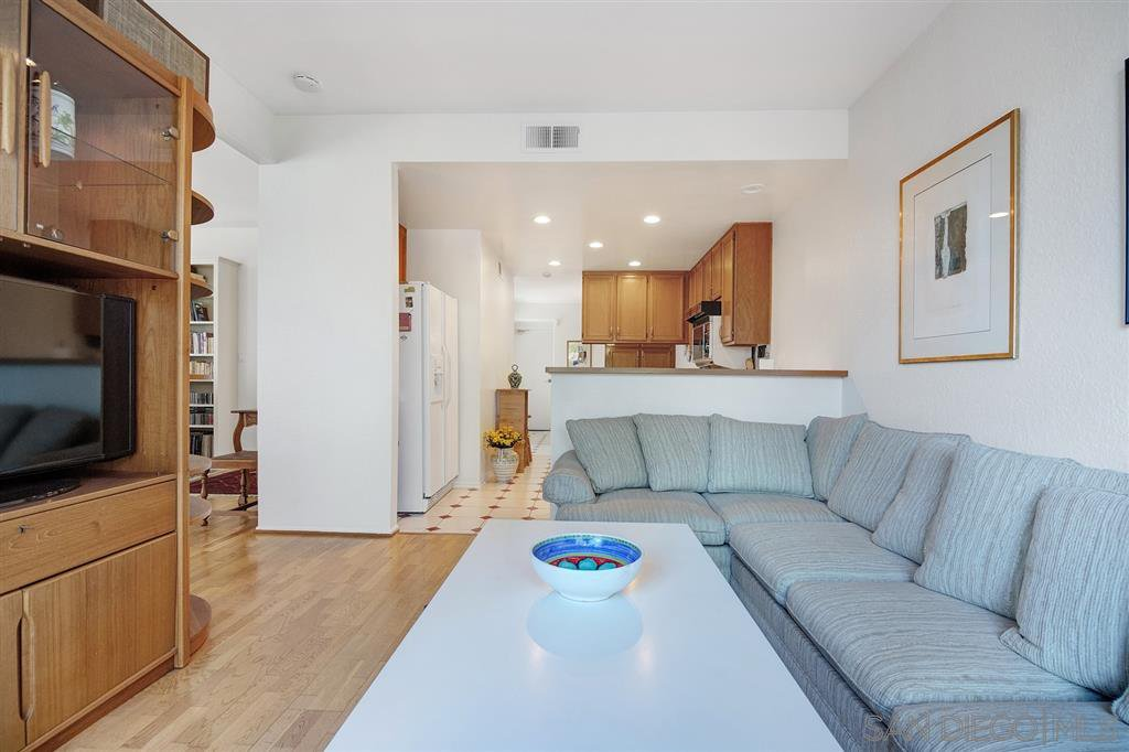 Photo 9: Photos: CARMEL VALLEY Townhome for rent : 3 bedrooms : 3631 Fallon Circle in San Diego
