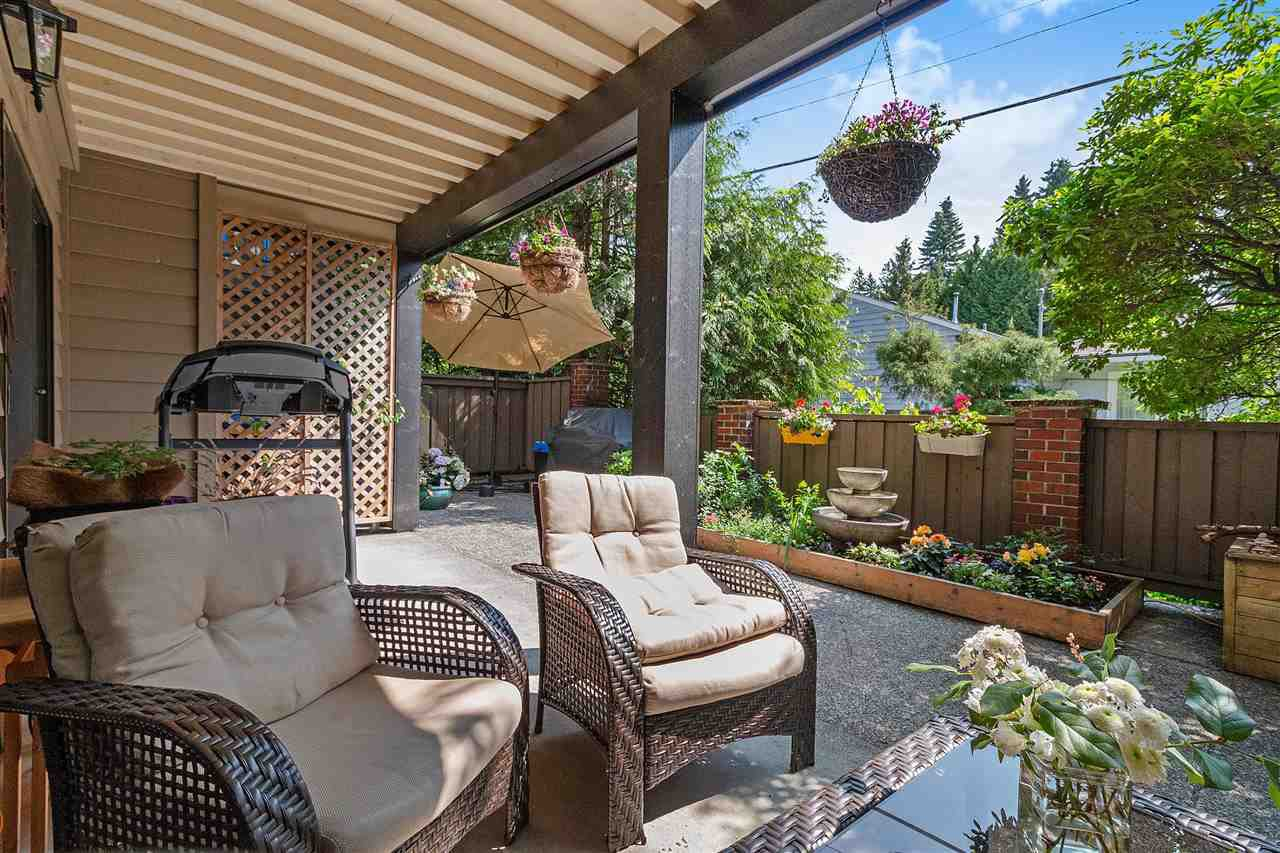 "Main Photo: 106 101 E 29TH Street in North Vancouver: Upper Lonsdale Condo for sale in ""COVENTRY HOUSE"" : MLS®# R2376247"