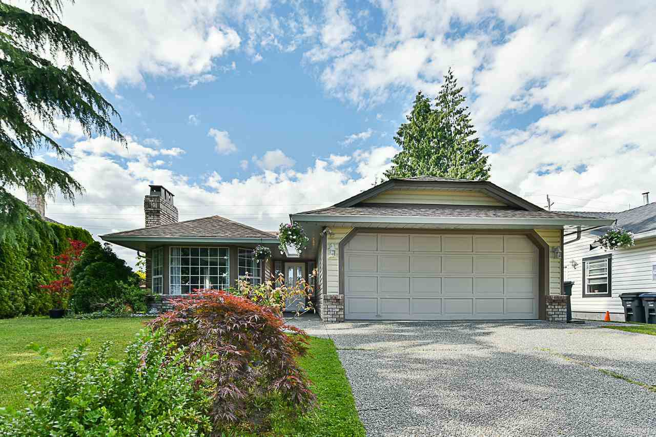 Main Photo: 15775 95 Avenue in Surrey: Fleetwood Tynehead House for sale : MLS®# R2389310