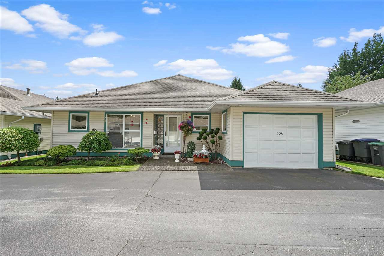 """Main Photo: 104 10172 141 Street in Surrey: Whalley Townhouse for sale in """"Camberly Green"""" (North Surrey)  : MLS®# R2475447"""