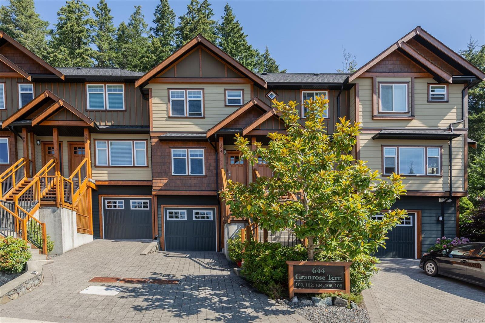 Main Photo: 104 644 Granrose Terr in : Co Latoria Row/Townhouse for sale (Colwood)  : MLS®# 851347