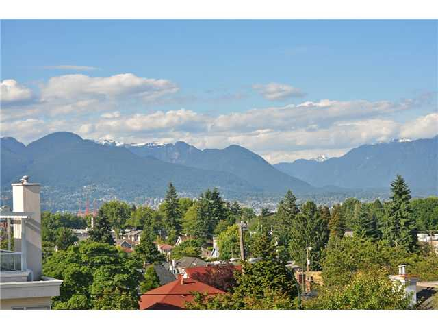 "Main Photo: 620 W 26TH Avenue in Vancouver: Cambie Townhouse for sale in ""Grace Estates"" (Vancouver West)  : MLS®# V1069427"