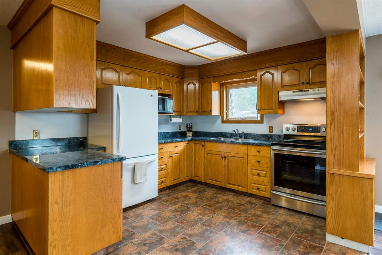 """Photo 5: Photos: 10770 GROVE Road in Prince George: Pineview House for sale in """"PINEVIEW/BUCKHORN"""" (PG Rural South (Zone 78))  : MLS®# R2093768"""