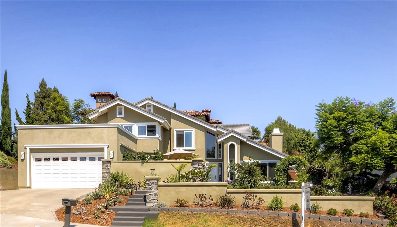 Wonderfully manicured home in La Costa Meadows!