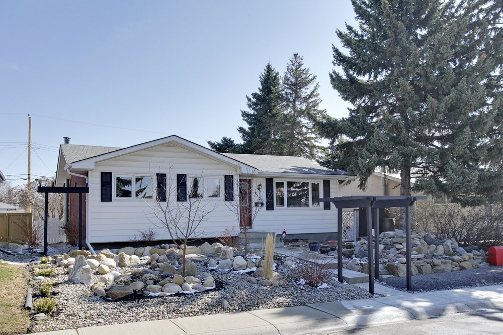 Main Photo: 3120 Rae Crescent SE in Calgary: House for sale : MLS®# C4005511
