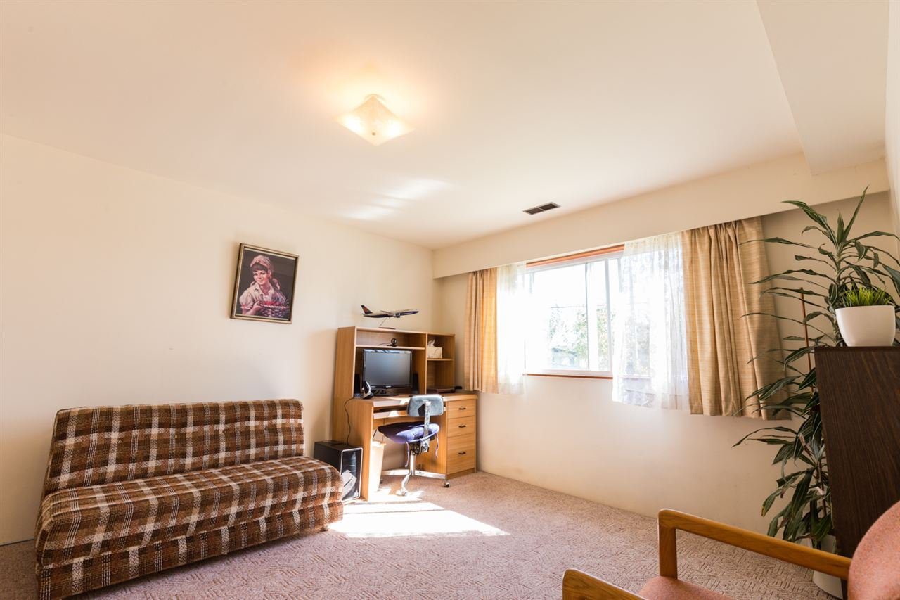 Photo 10: Photos: 5427 NEVILLE Street in Burnaby: South Slope House for sale (Burnaby South)  : MLS®# R2108235