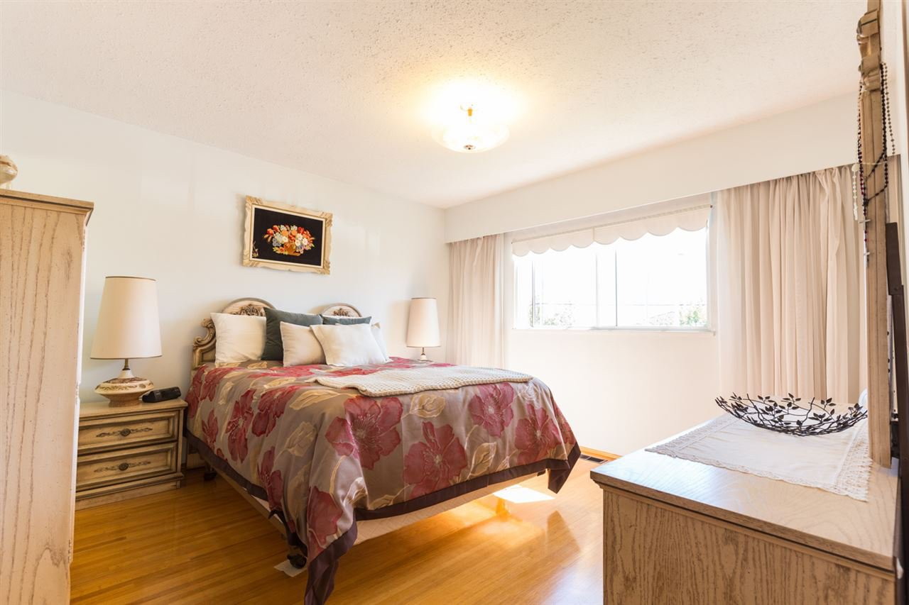 Photo 9: Photos: 5427 NEVILLE Street in Burnaby: South Slope House for sale (Burnaby South)  : MLS®# R2108235