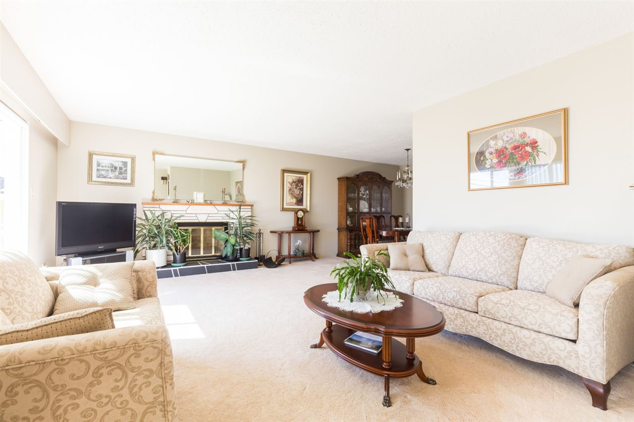 Photo 2: Photos: 5427 NEVILLE Street in Burnaby: South Slope House for sale (Burnaby South)  : MLS®# R2108235