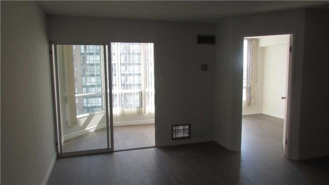 Photo 5: Photos: 1405 115 Hillcrest Avenue in Mississauga: Cooksville Condo for sale : MLS®# W3682076