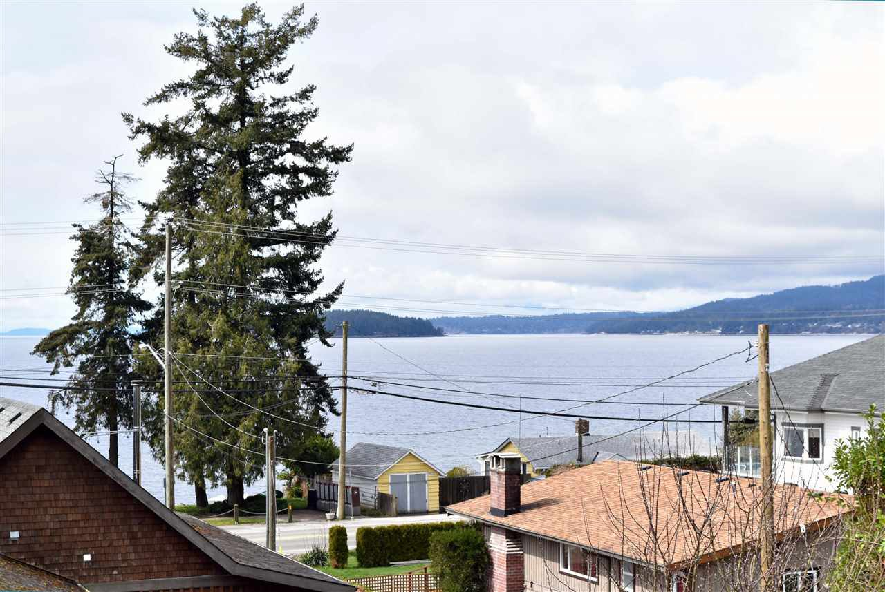 Main Photo: 4807 WHITAKER Road in Sechelt: Sechelt District House for sale (Sunshine Coast)  : MLS®# R2142439