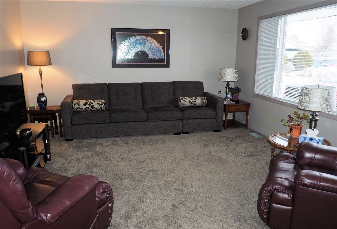 Photo 2: Photos: 4645 ROBSON Avenue in Prince George: Foothills House for sale (PG City West (Zone 71))  : MLS®# R2143048