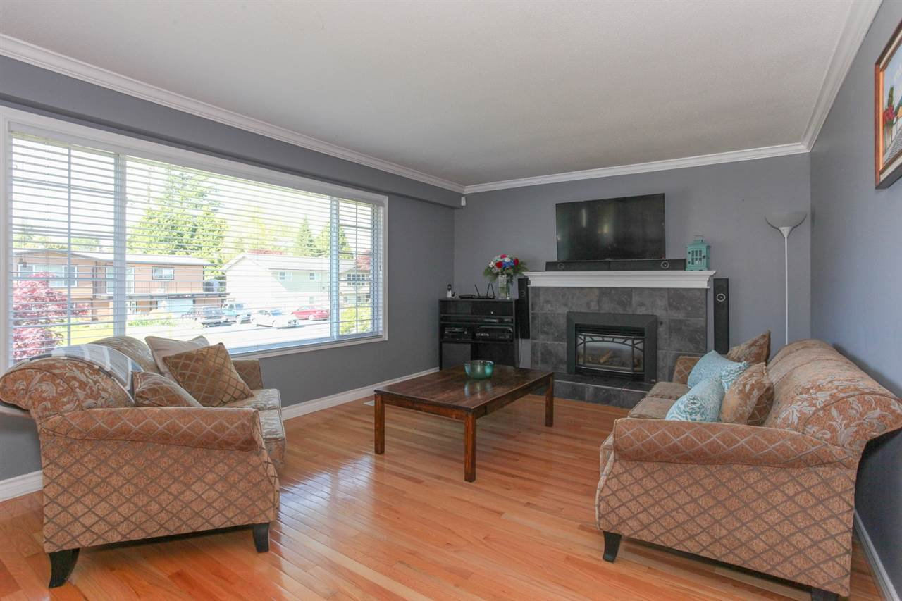 Main Photo: 21876 LAURIE Avenue in Maple Ridge: West Central House for sale : MLS®# R2171263