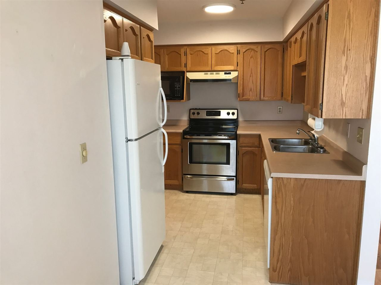 """Photo 8: Photos: 307 33535 KING Road in Abbotsford: Poplar Condo for sale in """"Central Heights Manor"""" : MLS®# R2198545"""
