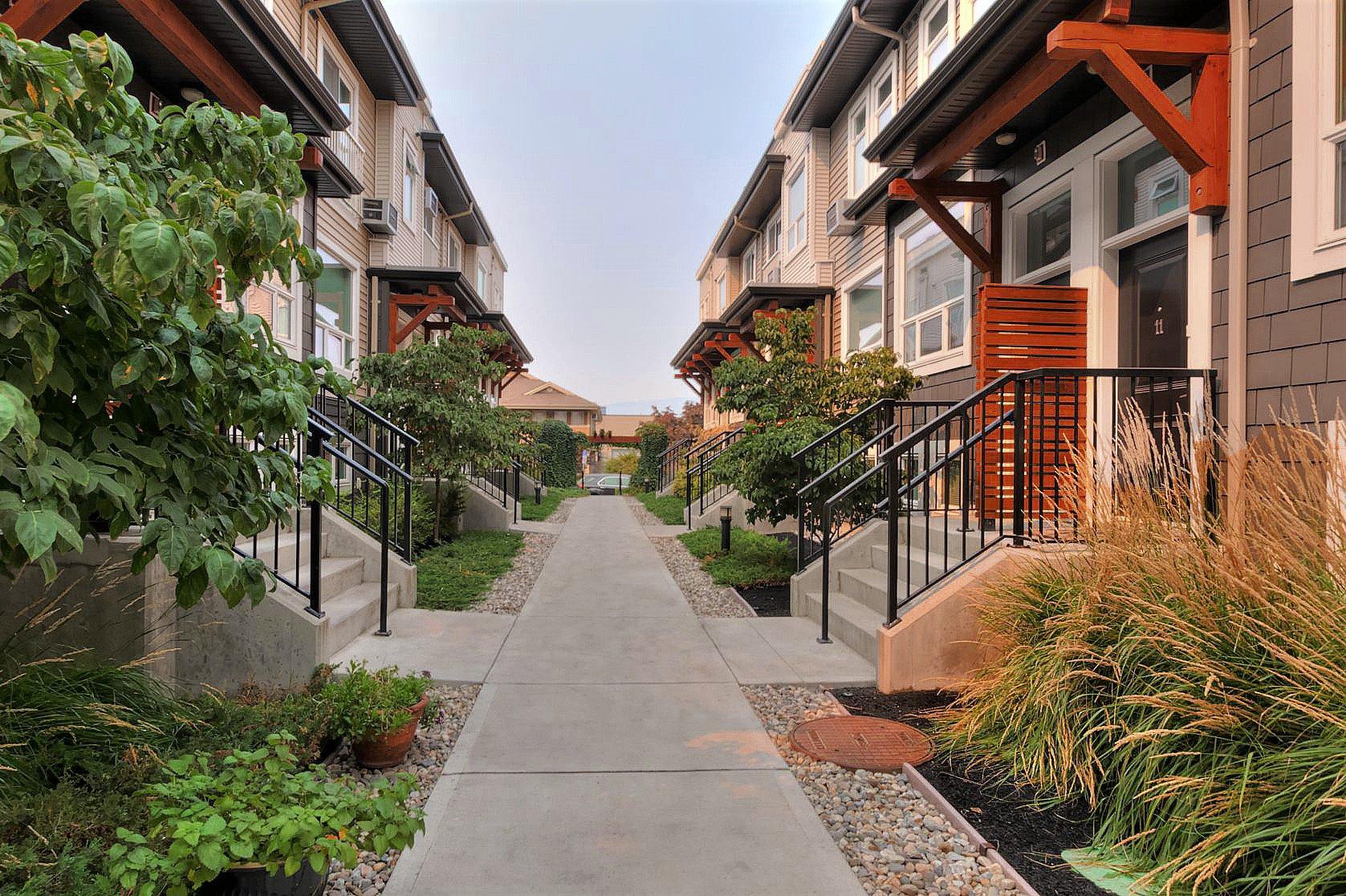 Main Photo: 3 1851 Ambrosi Road in Kelowna: springfield/Spall House for sale (Central Okanagan)  : MLS®# 10142616