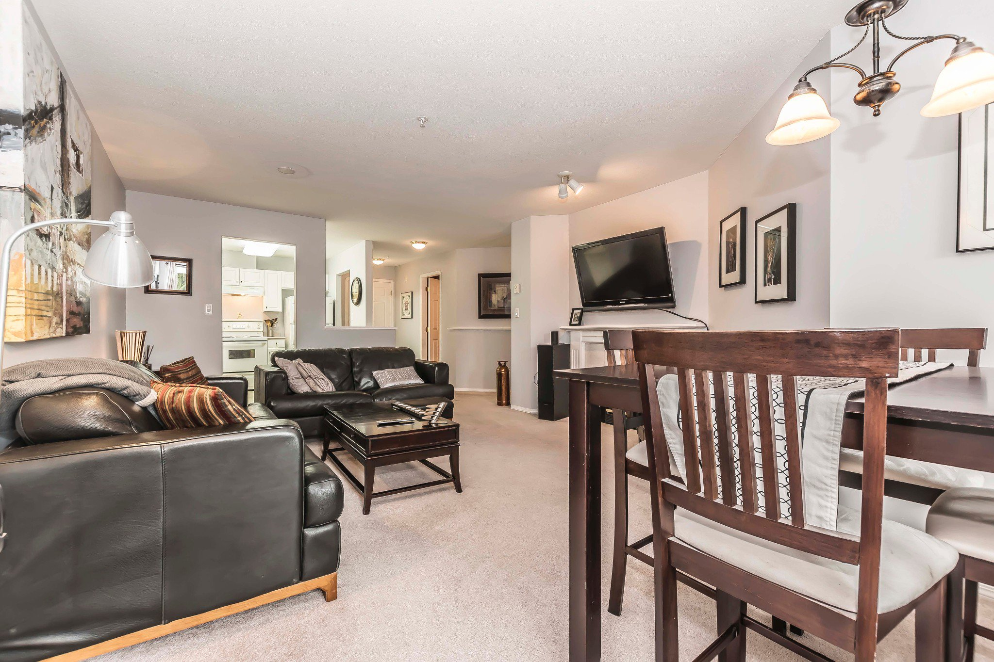 Photo 5: Photos: 210 46693 Yale Road in Chilliwack: Condo for sale : MLS®# r2231167