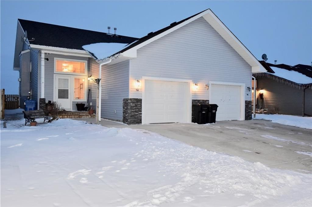 Main Photo: 748 Carriage Lane Drive: Carstairs House for sale : MLS®# C4165695