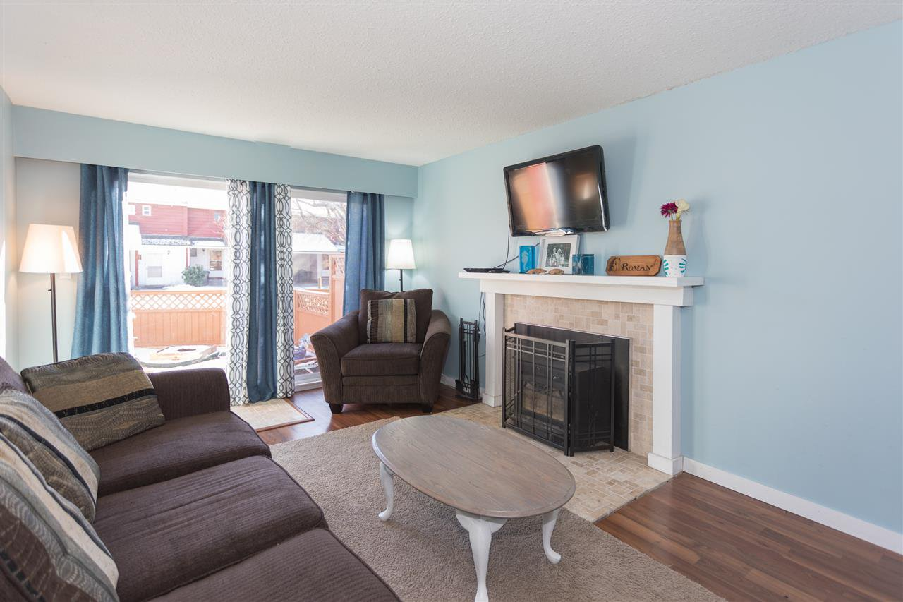 """Photo 2: Photos: 10 1500 JUDD Road in Squamish: Brackendale Townhouse for sale in """"The Cottonwoods"""" : MLS®# R2242034"""