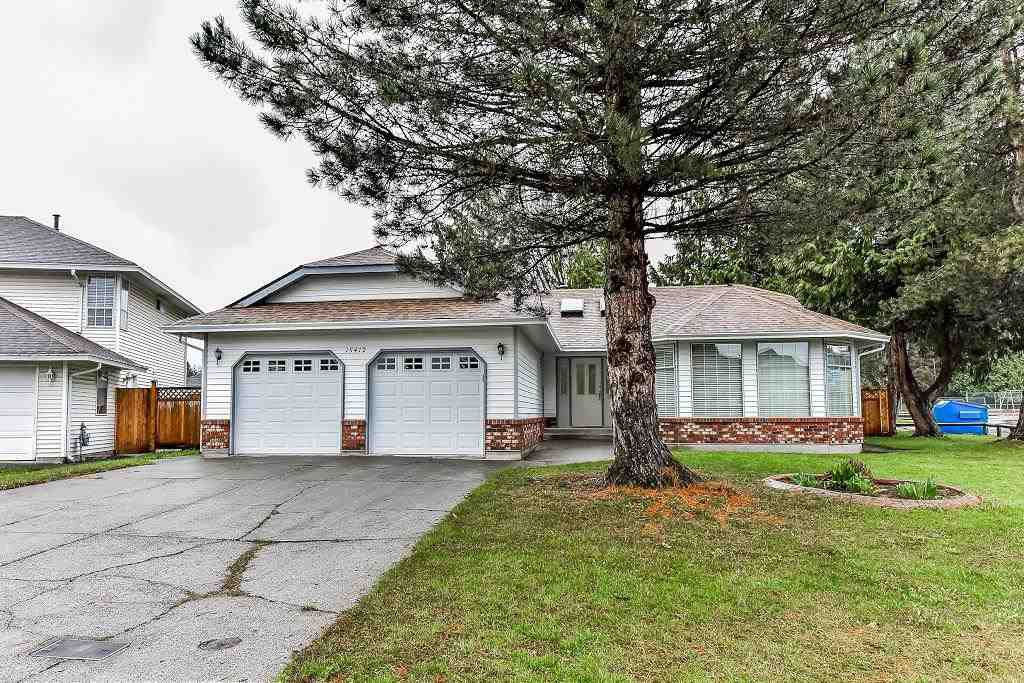 "Main Photo: 15412 94 Avenue in Surrey: Fleetwood Tynehead House for sale in ""BERKSHIRE PARK"" : MLS®# R2239451"