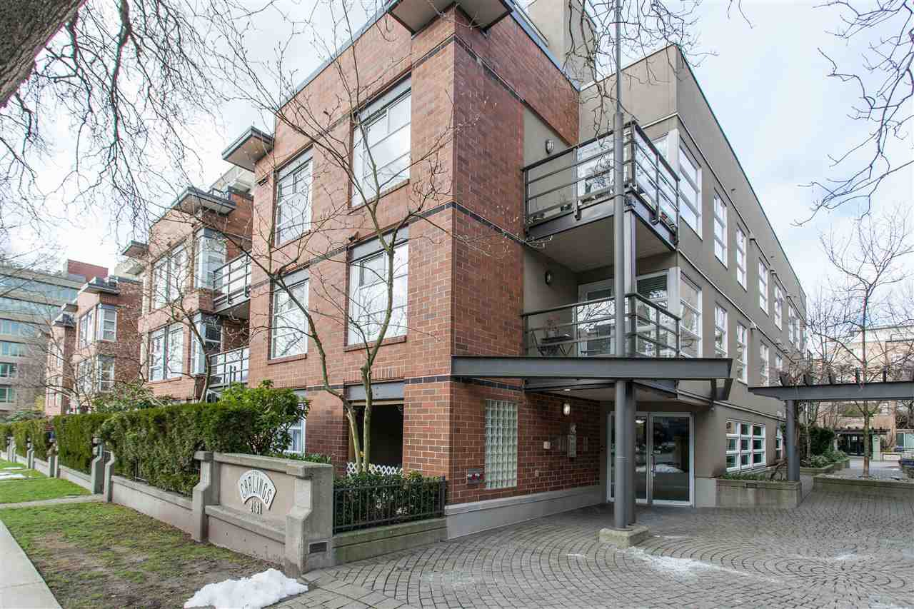 "Main Photo: 310 2181 W 12TH Avenue in Vancouver: Kitsilano Condo for sale in ""THE CARLINGS"" (Vancouver West)  : MLS®# R2243411"