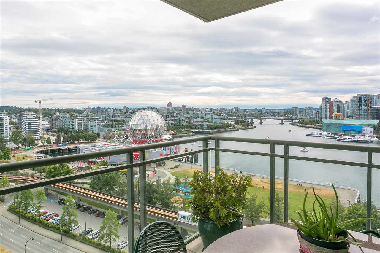 """Main Photo: 1501 1088 QUEBEC Street in Vancouver: Mount Pleasant VE Condo for sale in """"THE VICEROY"""" (Vancouver East)  : MLS®# R2293774"""