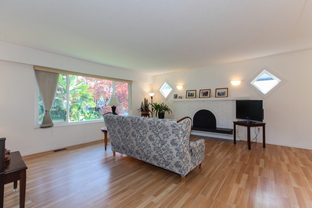 Photo 3: Photos: 11673 MORRIS Street in Maple Ridge: West Central House for sale : MLS®# R2316613