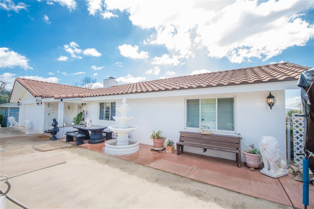 Main Photo: EL CAJON House for sale : 3 bedrooms : 1241 Cresthill Rd