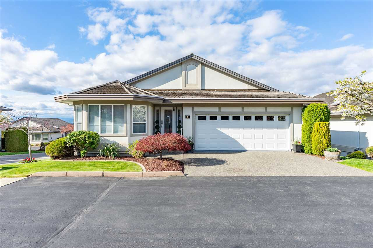 "Main Photo: 1 31445 RIDGEVIEW Drive in Abbotsford: Abbotsford West Townhouse for sale in ""Panorama Ridge"" : MLS®# R2357941"