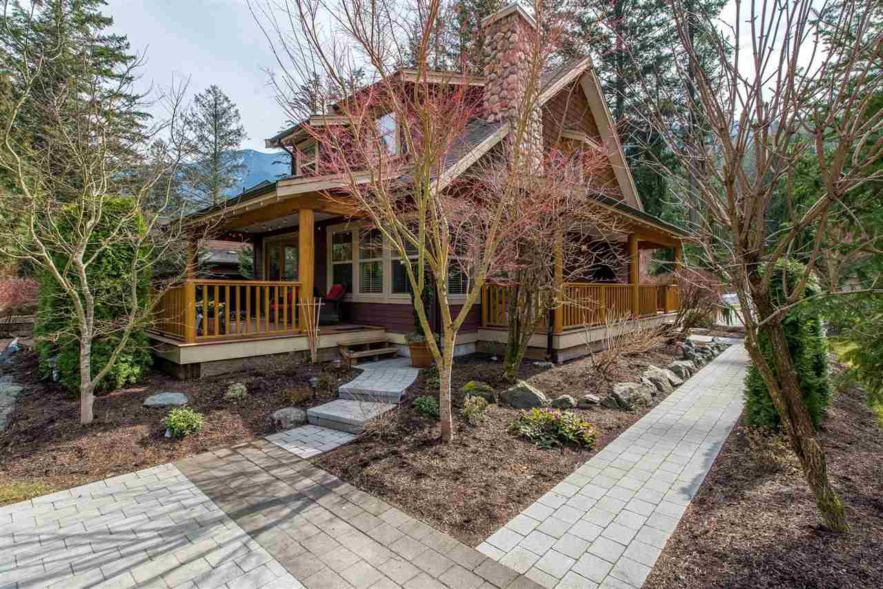 "Main Photo: 43585 FROGS Hollow in Cultus Lake: Lindell Beach House for sale in ""THE COTTAGES AT CULTUS LAKE"" : MLS®# R2372412"