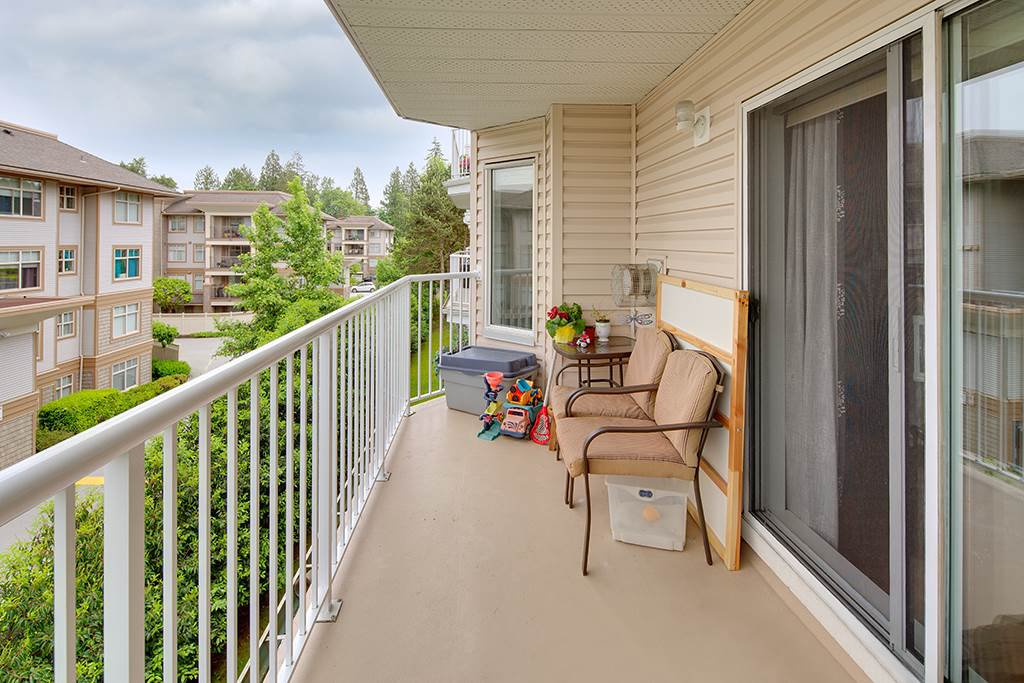 "Photo 3: Photos: 305 12206 224TH Street in Maple Ridge: East Central Condo for sale in ""Cottonwood Place"" : MLS®# R2374390"
